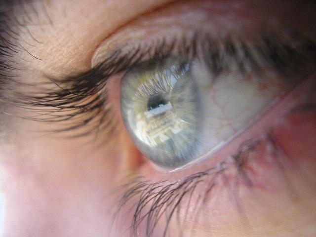 Algunos cosméticos pueden provocar problemas oculares