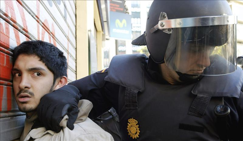 IU se suma a PSOE y ERC y pide que Interior informe de las cargas policiales