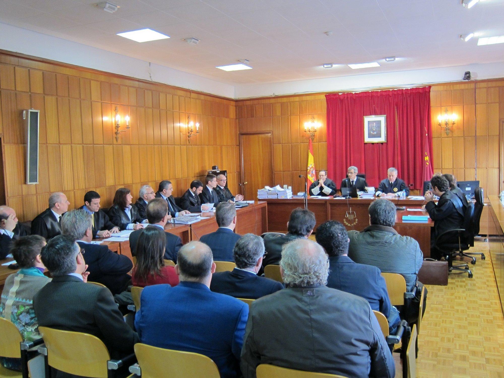 El excalde de Totana (Murcia), condenado a casi cinco años de prisión y una multa de ocho millones