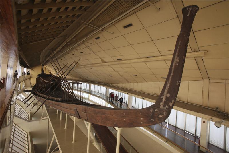 La segunda barca solar de Keops vuelve del «más allá» tras 4.550 años bajo tierra