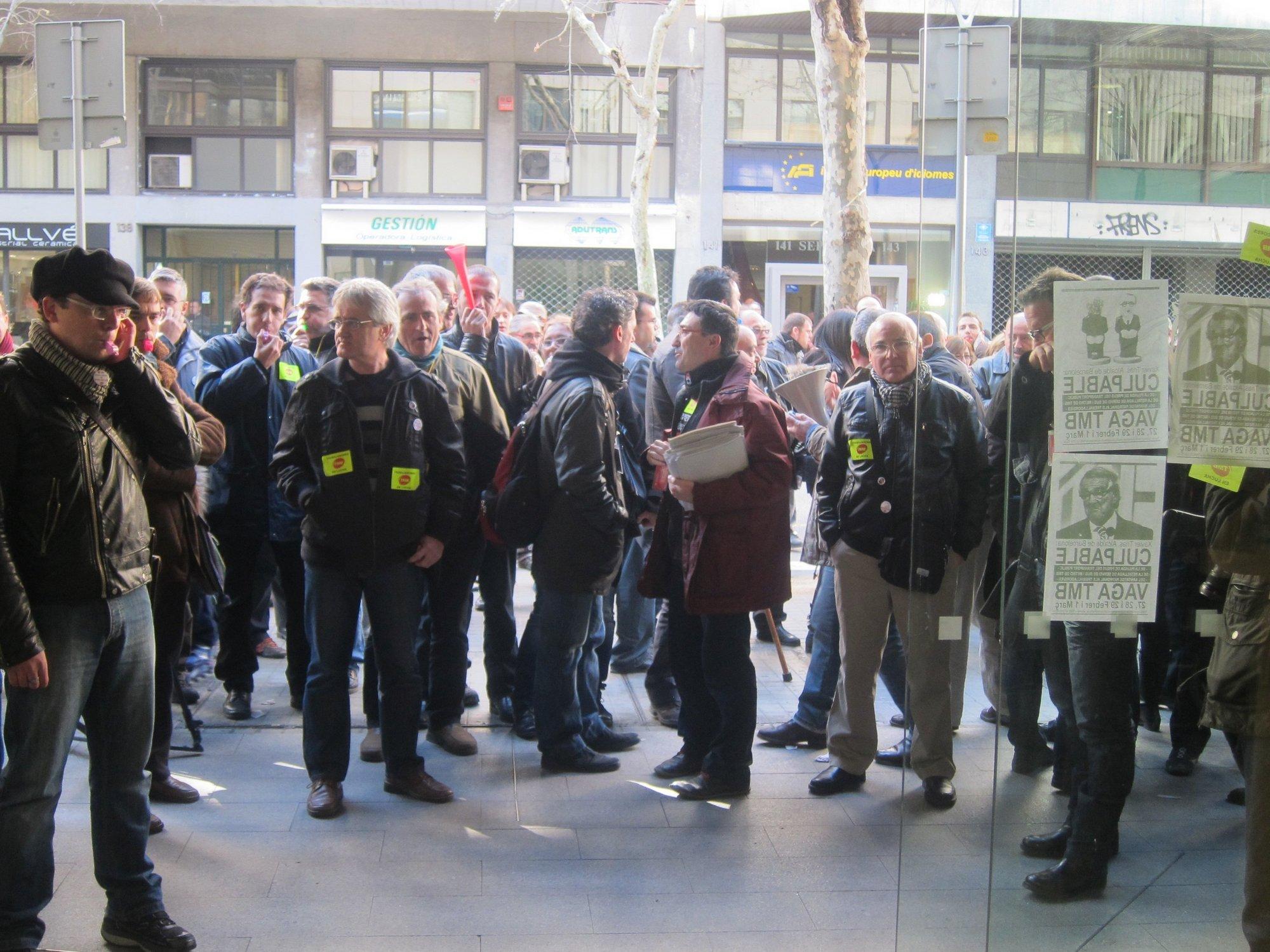 Los trabajadores de metro de TMB tampoco logran acuerdo y se mantienela huelga por el MWC
