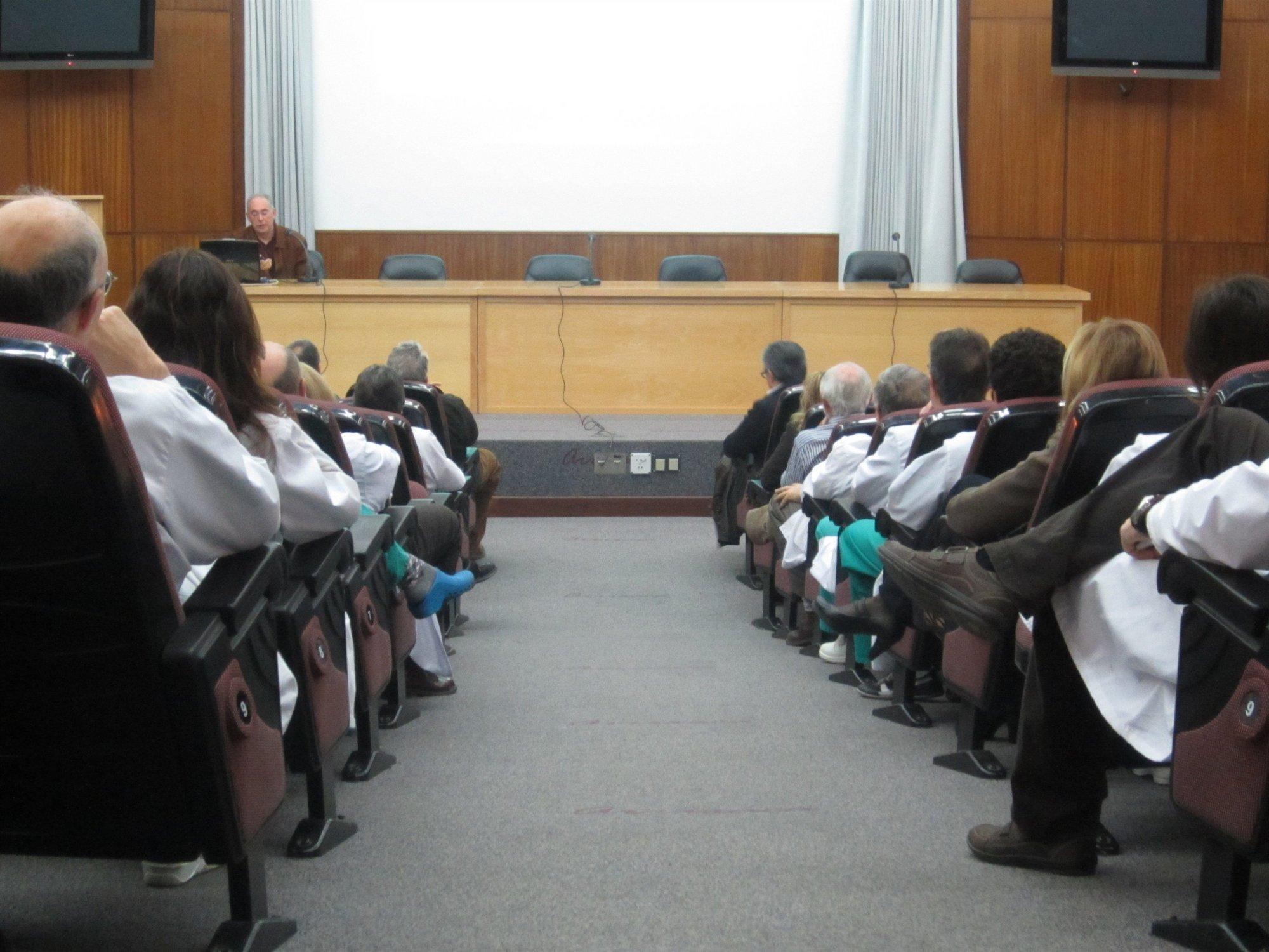La Asamblea de Médicos de La Arrixaca respalda al Sindicato Médico en la toma de decisiones drásticas ante los recortes