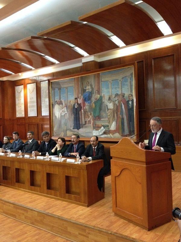 El presidente de la Asamblea Regional habla sobre la »Política después de la indignación» en el parlamento de Méjico