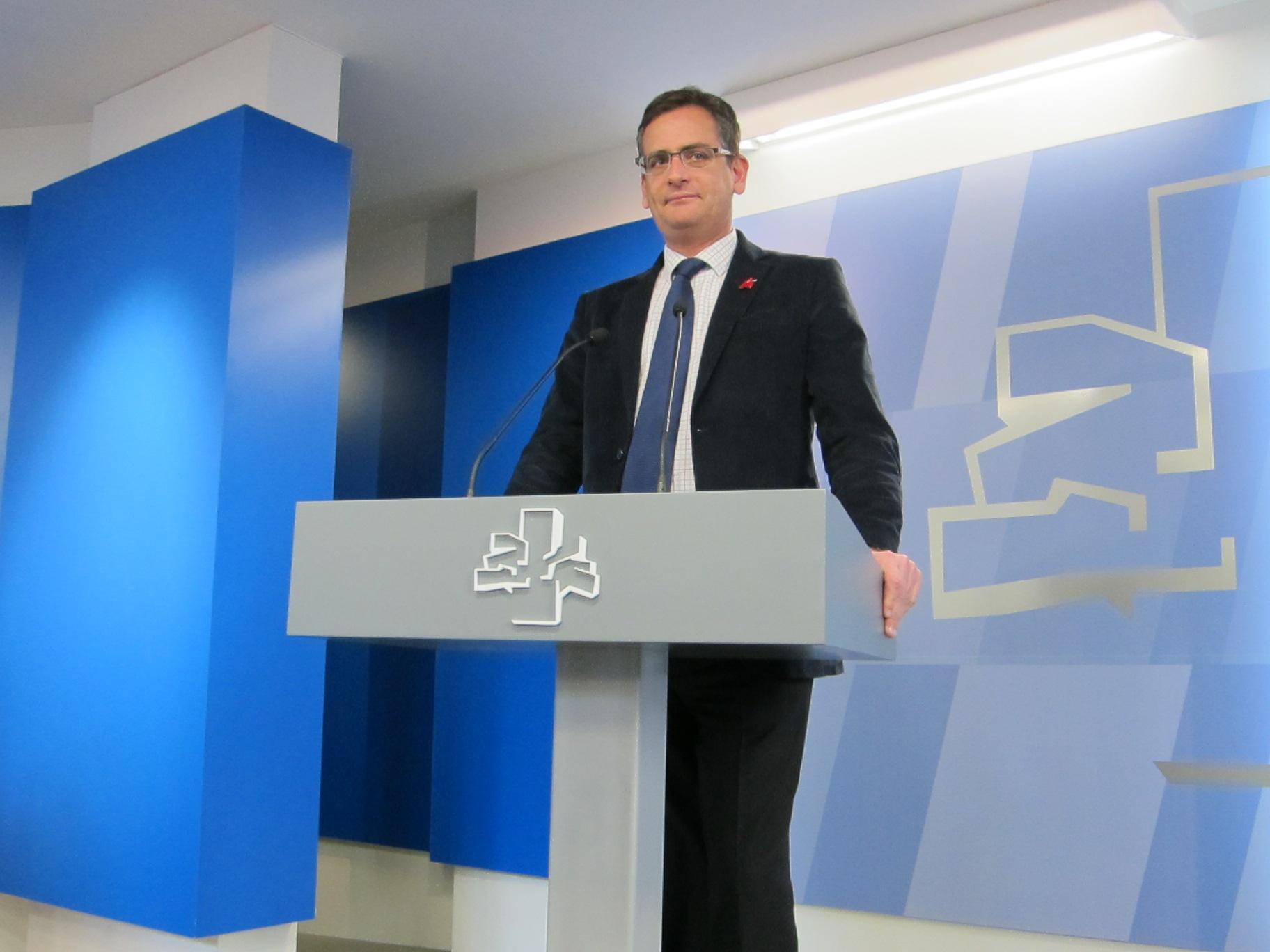 Basagoiti dice que habla más con Rajoy y Urkullu que con López, que «cada vez hace como que tiene menos tiempo»