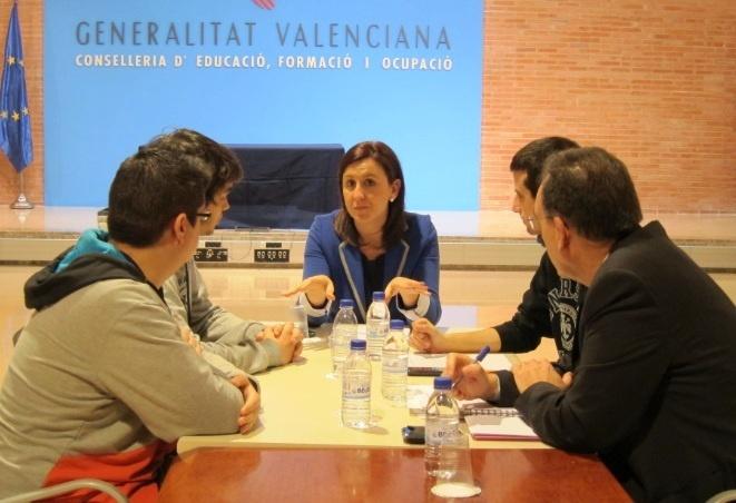 Consejera valenciana pide diálogo mientras que alumnos le recuerdan  que «no son enemigos de la Policía, sino sus hijos»