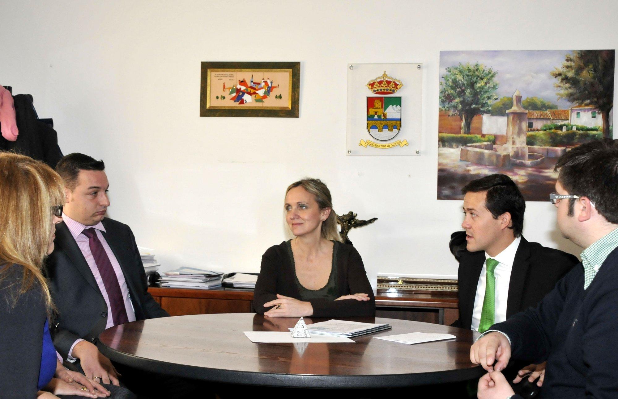 Cospedal quiere «limpiar» la imagen de Seseña y presentarla como un lugar «atractivo y estratégico» para los inversores