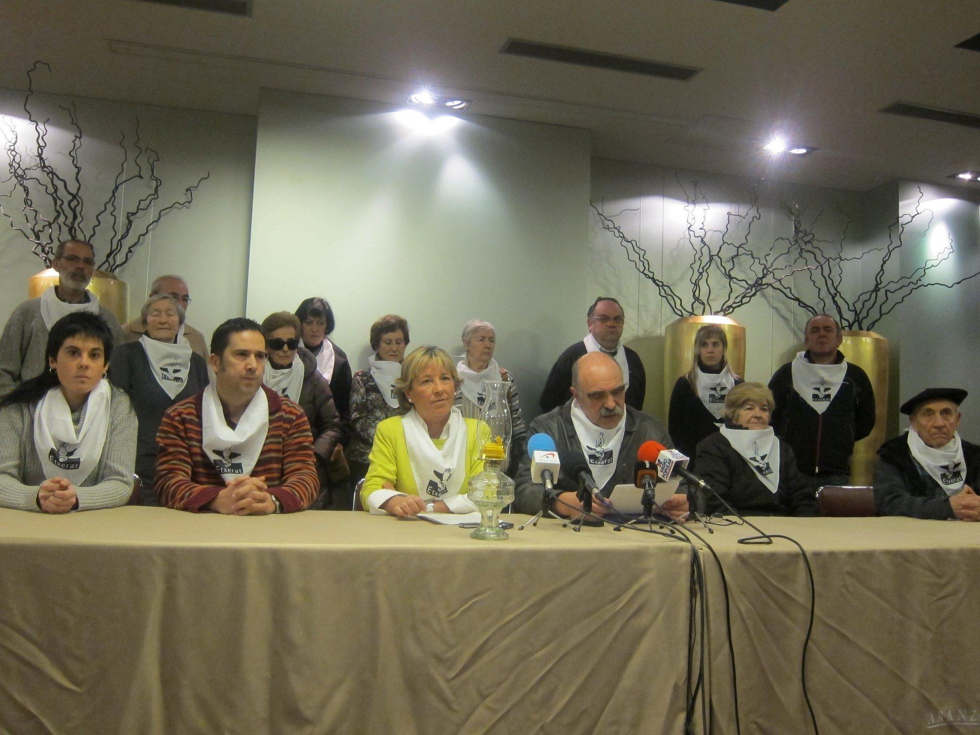 Etxerat denuncia que el Gobierno del PP «juega con la vida» de los presos al negarles su excarcelación