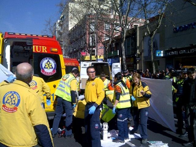 Fallece un motorista en Madrid y otros dos resultan heridos en una caída con atropello
