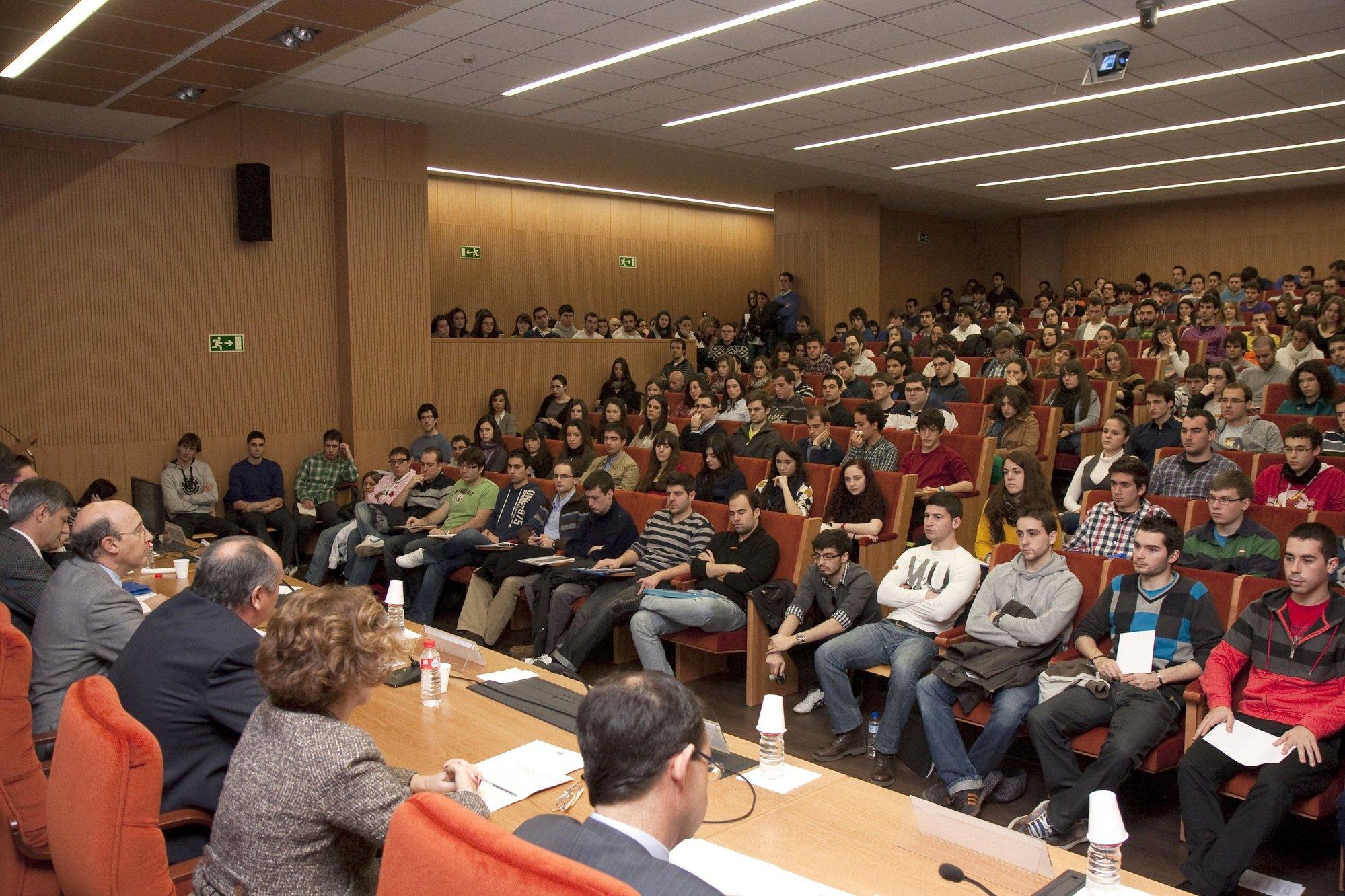 Fernández destaca la importancia de instituciones y organismos públicos como nicho de mercado de futuros ingenieros