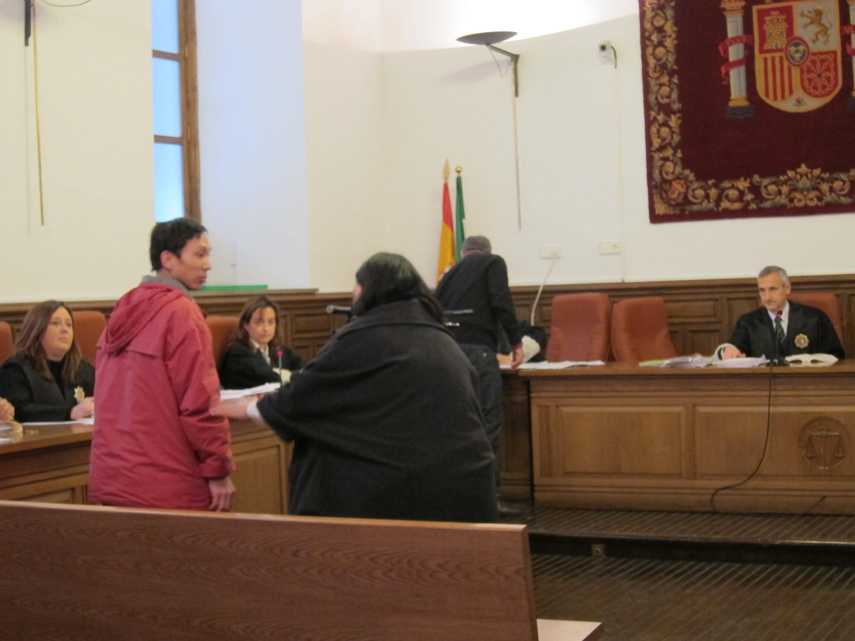 Fiscalía rebaja a 18 años su petición de pena para el acusado de matar a golpes a su esposa