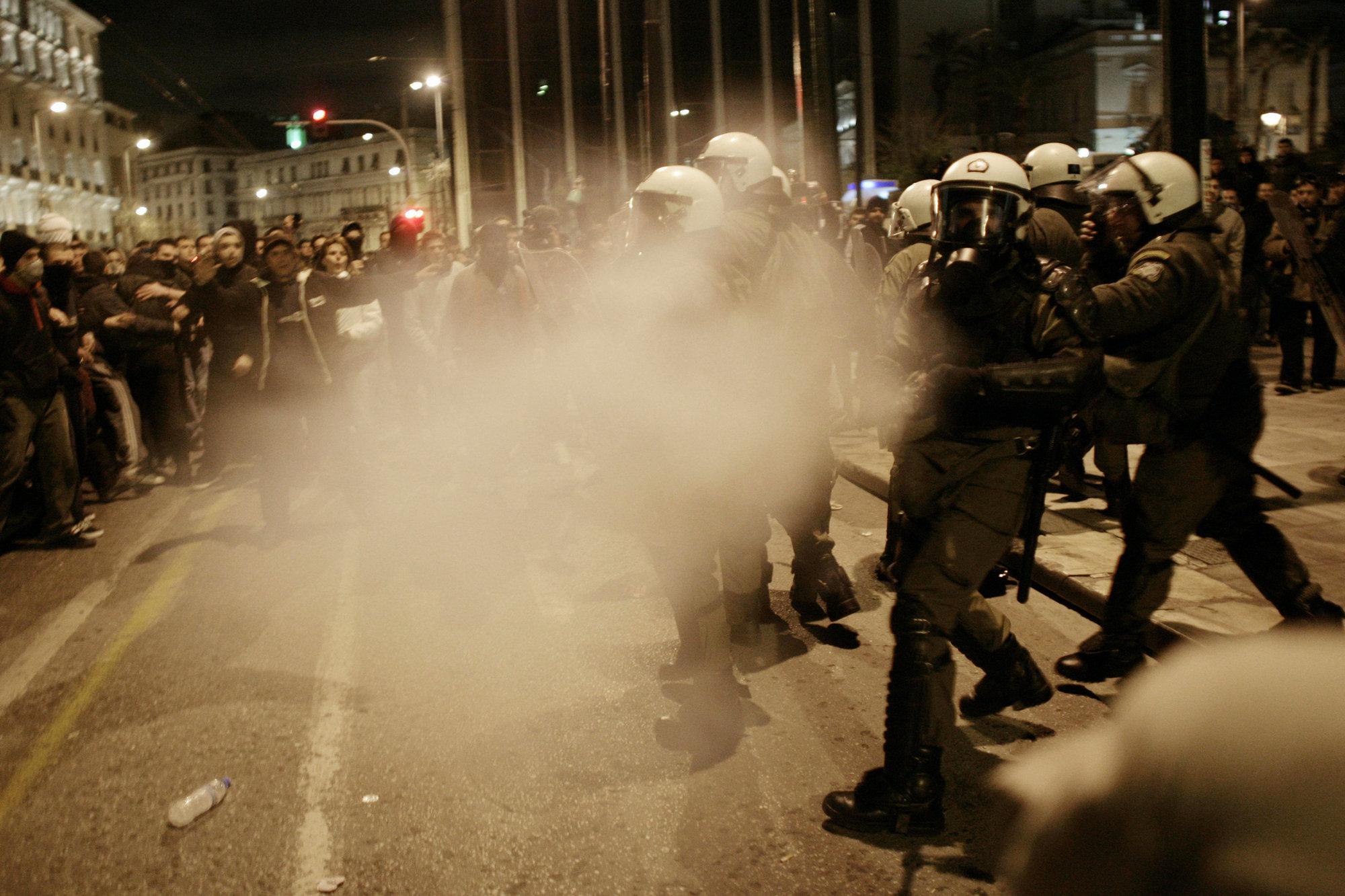 Interior compra 50.000 botes de gases lacrimógenos y humo para reprimir disturbios