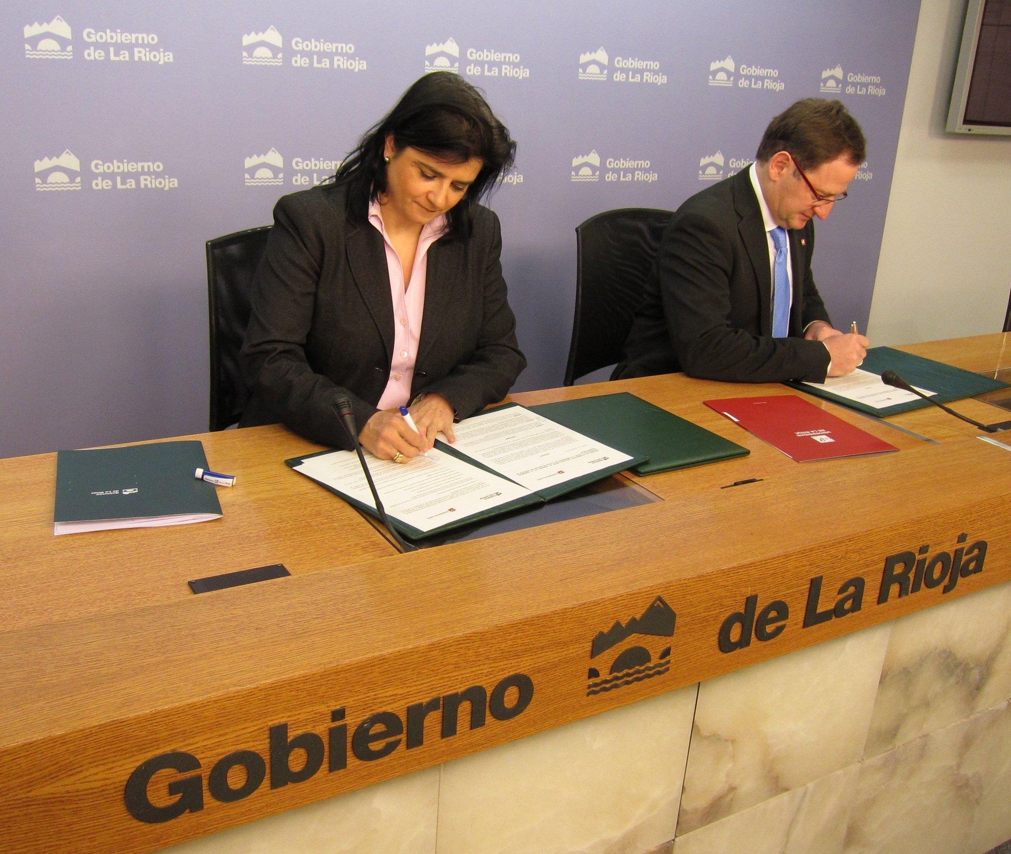 Gobierno y la UR firman un convenio para que alumnos de Trabajo Social realicen prácticas en la Administración