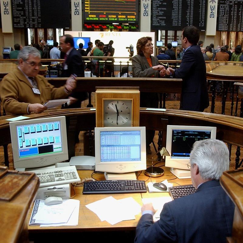 El Ibex abre plano tras el acuerdo en Grecia
