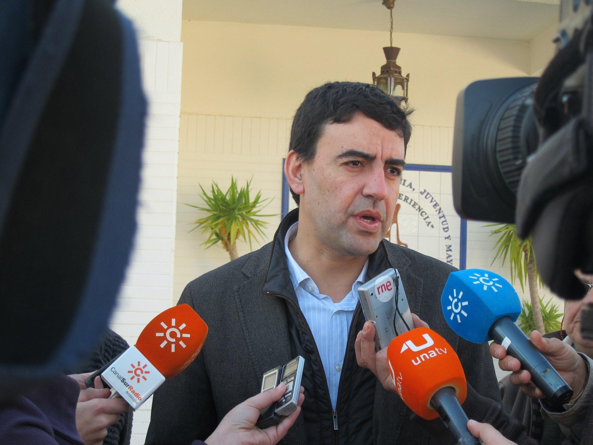 Jiménez (PSOE-A) critica «la hipocresía» del PP y le pide que rectifique con el sueldo del gerente de Fibes
