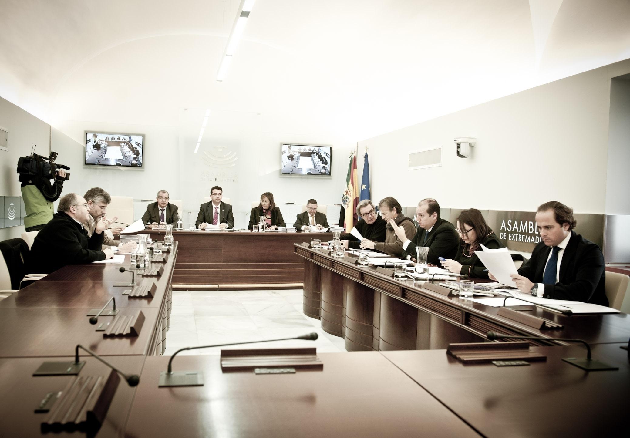PP dice que la Junta busca «soluciones» para »Hidranatura» y PSOE e IU inciden en la necesidad de financiación