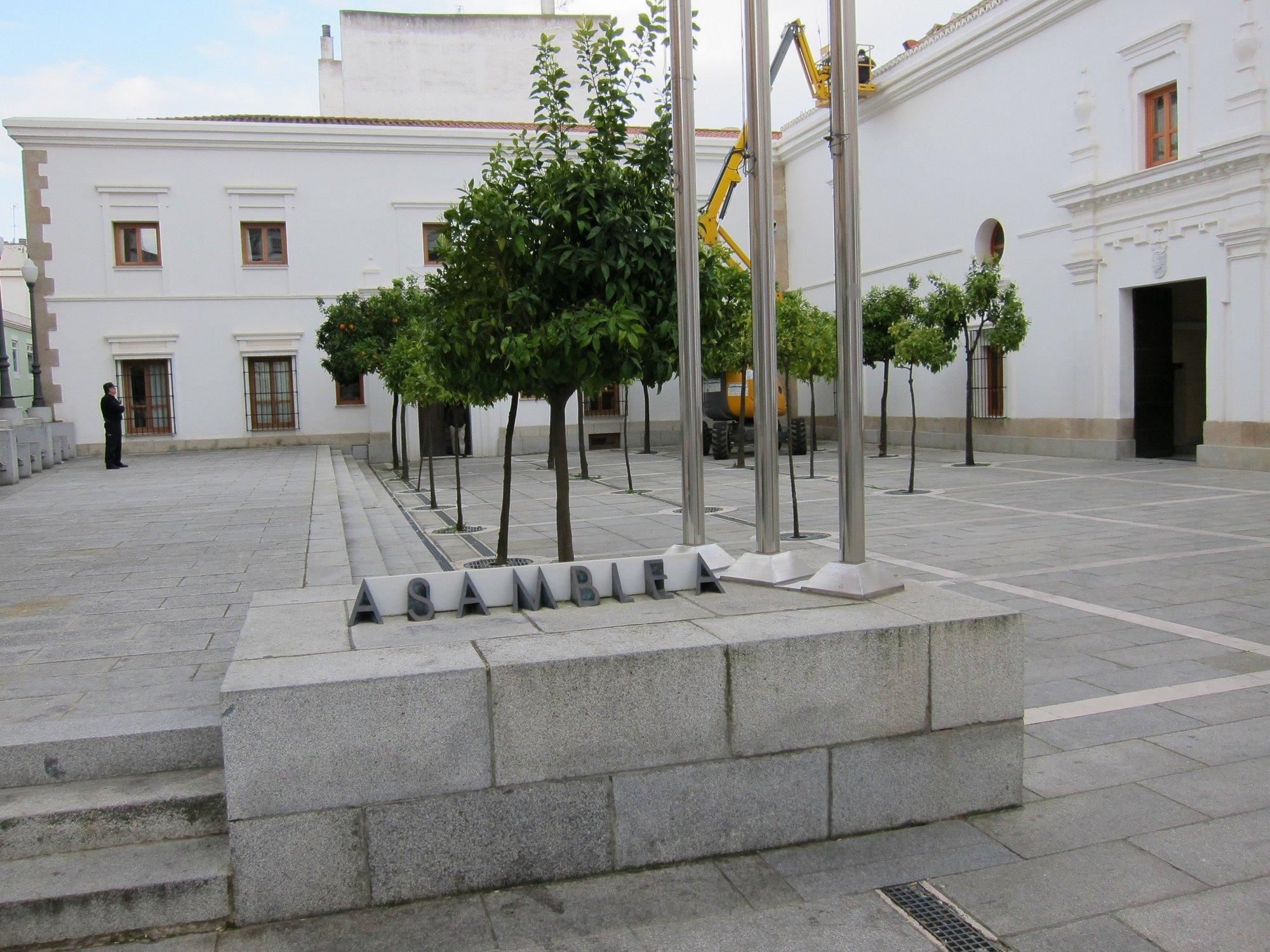 El PP acusa a Mas de intentar que la fruta extremeña pase por la «frontera catalana» con sus críticas al Eje 16
