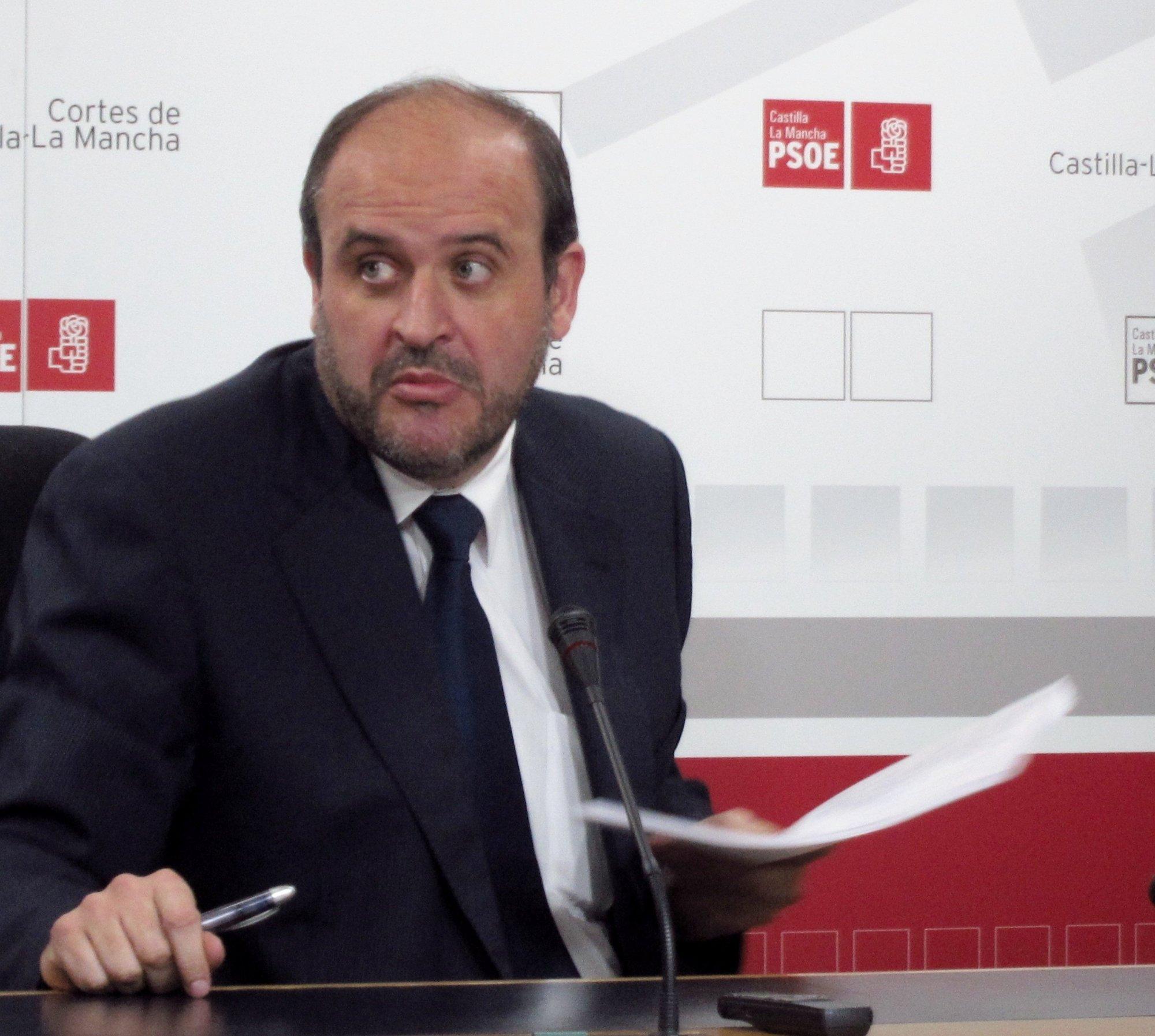 PSOE cree que lo importante es que se bajará el sueldo a los funcionarios «y lo demás son cortinas de humo»