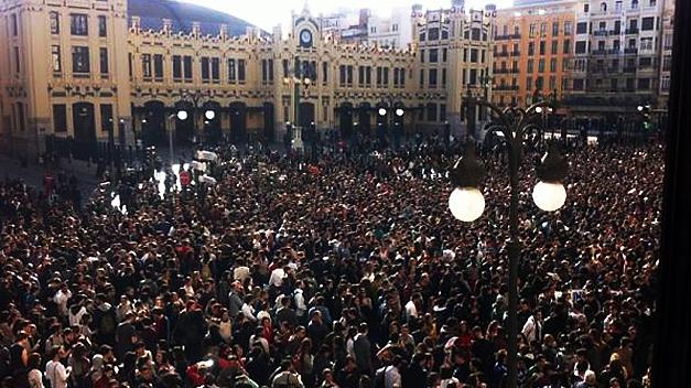 Masiva movilización de estudiantes en Valencia con una »discreta» atención policial