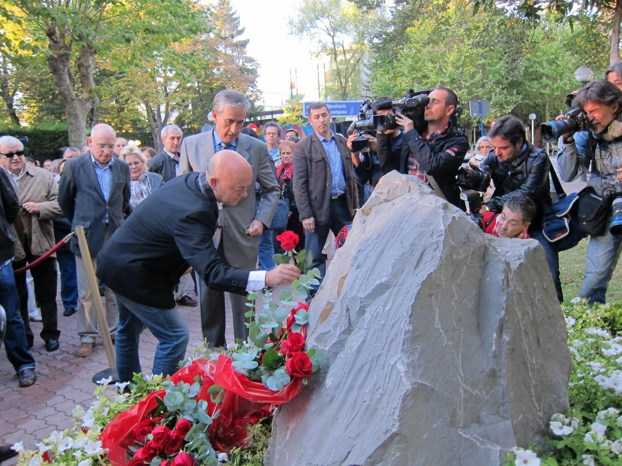 Rubalcaba asistirá en Vitoria al homenaje en el XII aniversario del asesinato de Fernando Buesa y Jorge Díez