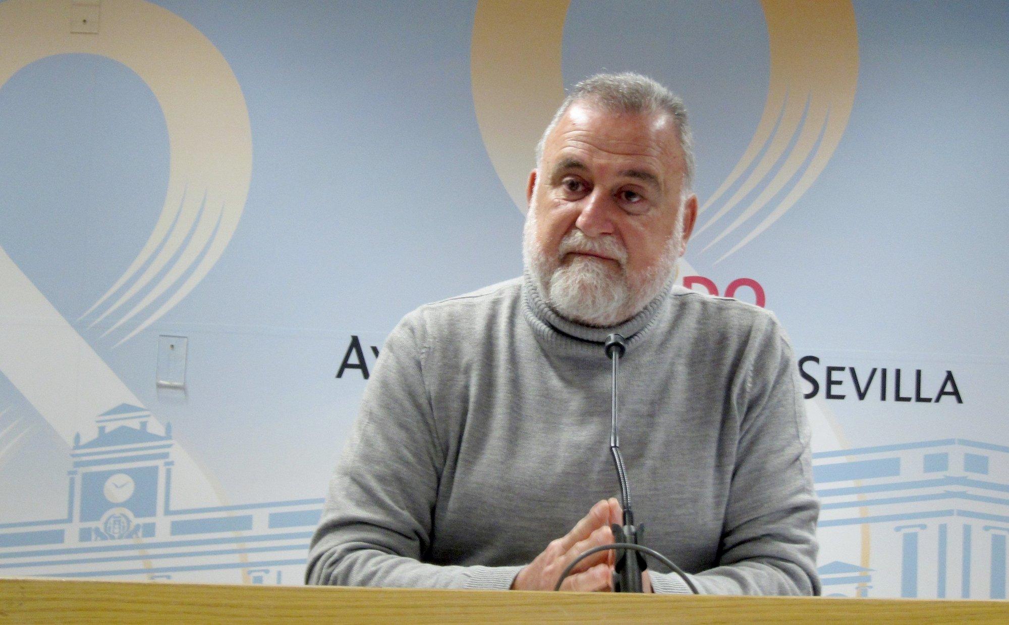 Torrijos tilda a Zoido de «insumiso» con la «austeridad» exigida por Rajoy por el sueldo del gerente de Fibes