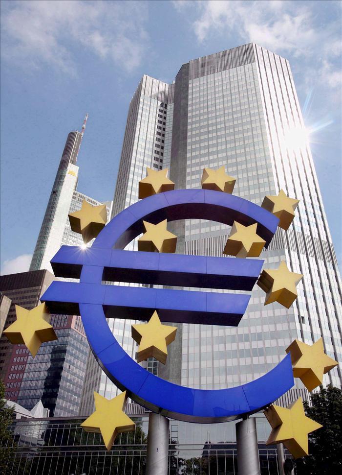 La UE aprueba limitar la especulación con deuda soberana