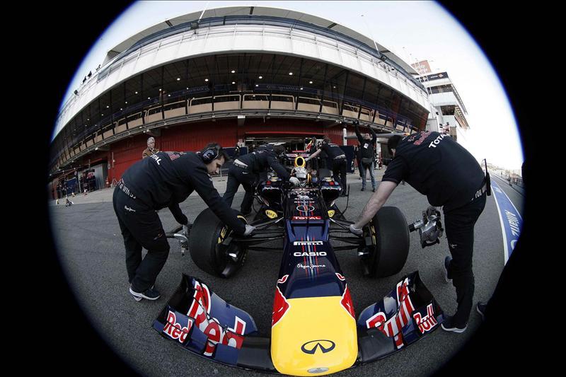 Vettel marca el mejor crono en la sesión matinal en Montmeló