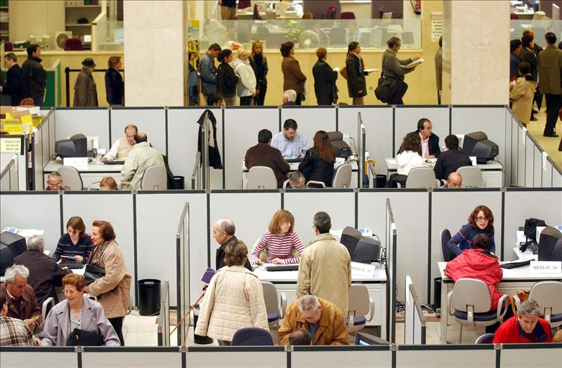 Las mujeres cobran de media 12,72 euros a la hora y los hombres 15,12 euros