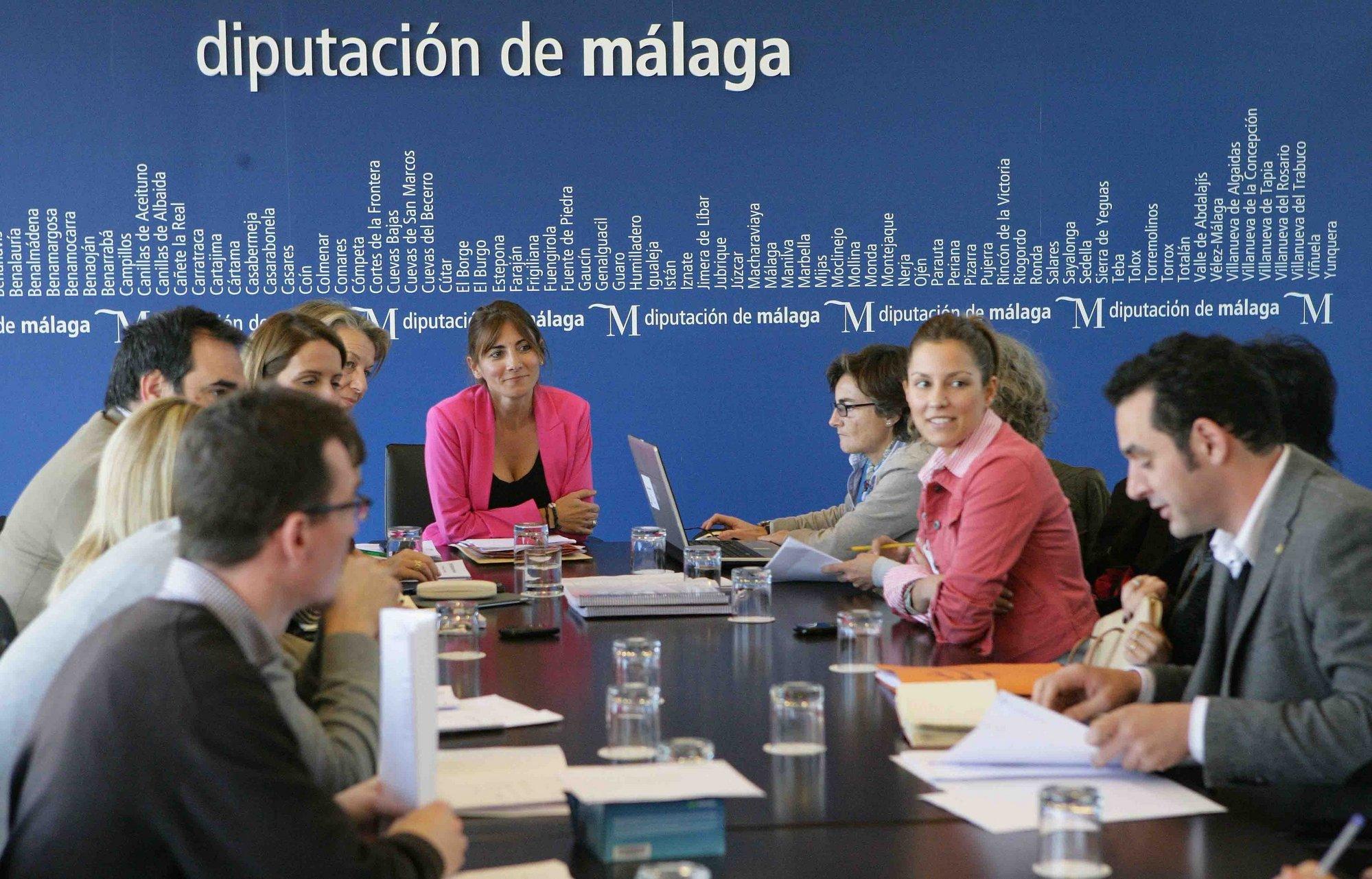 Más de 60 candidaturas optan a los reconocimientos »Mujeres, sin diferencias 2012», que convoca la Diputación