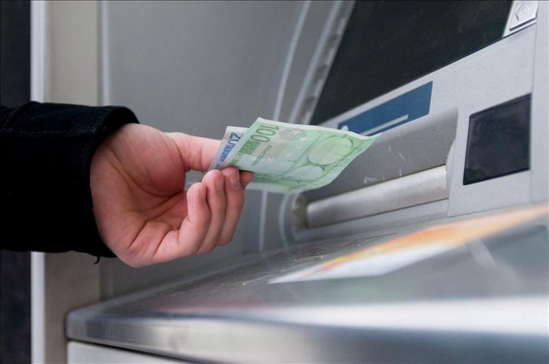 La banca captó un 11,3 por ciento menos de depósitos de sus clientes en 2011
