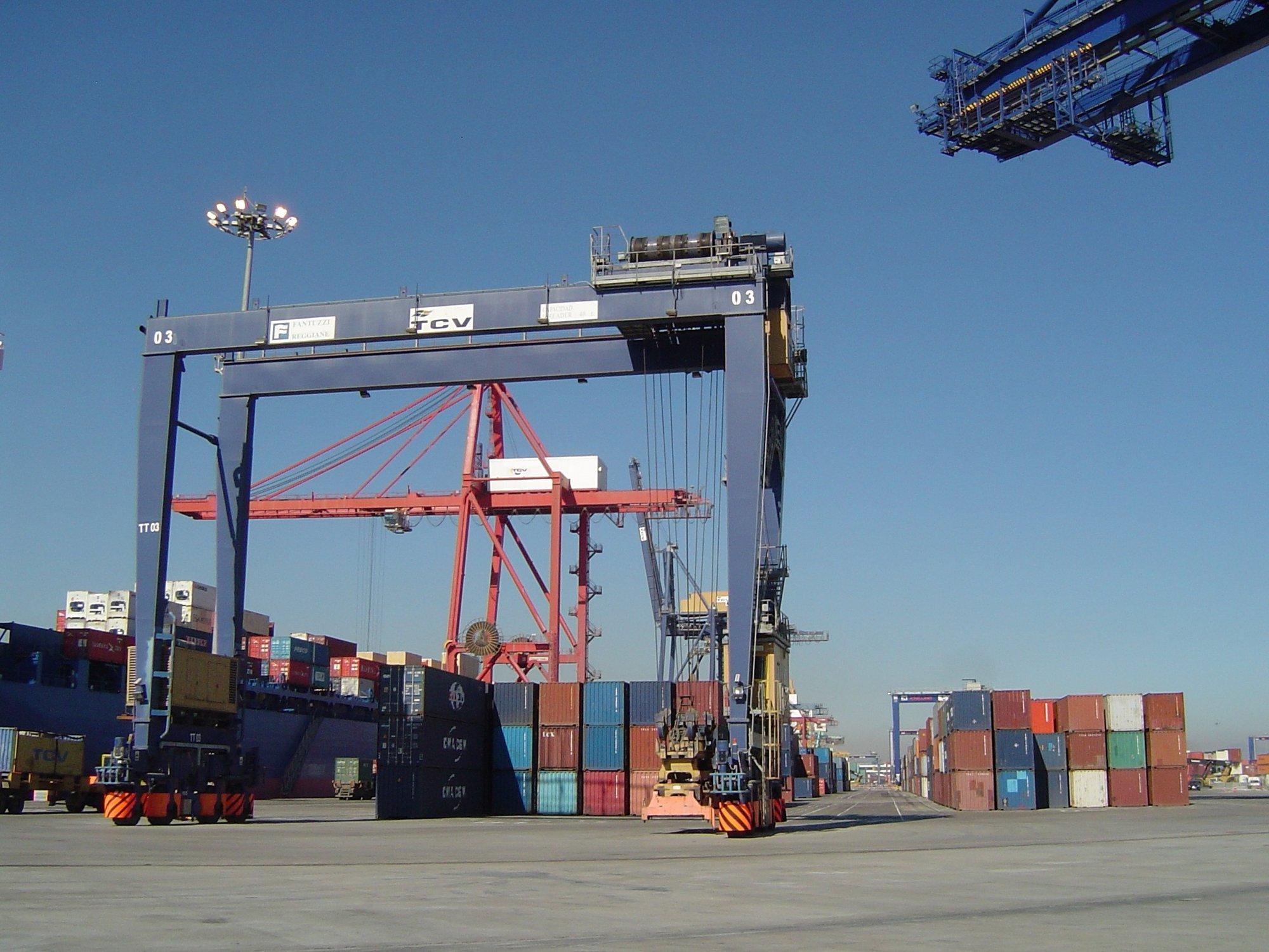 El déficit comercial cayó un 11,4% en 2011