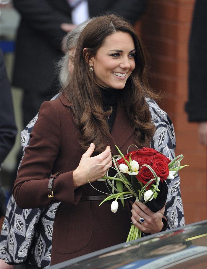 La duquesa de Cambridge visita a niños con problemas de comportamiento