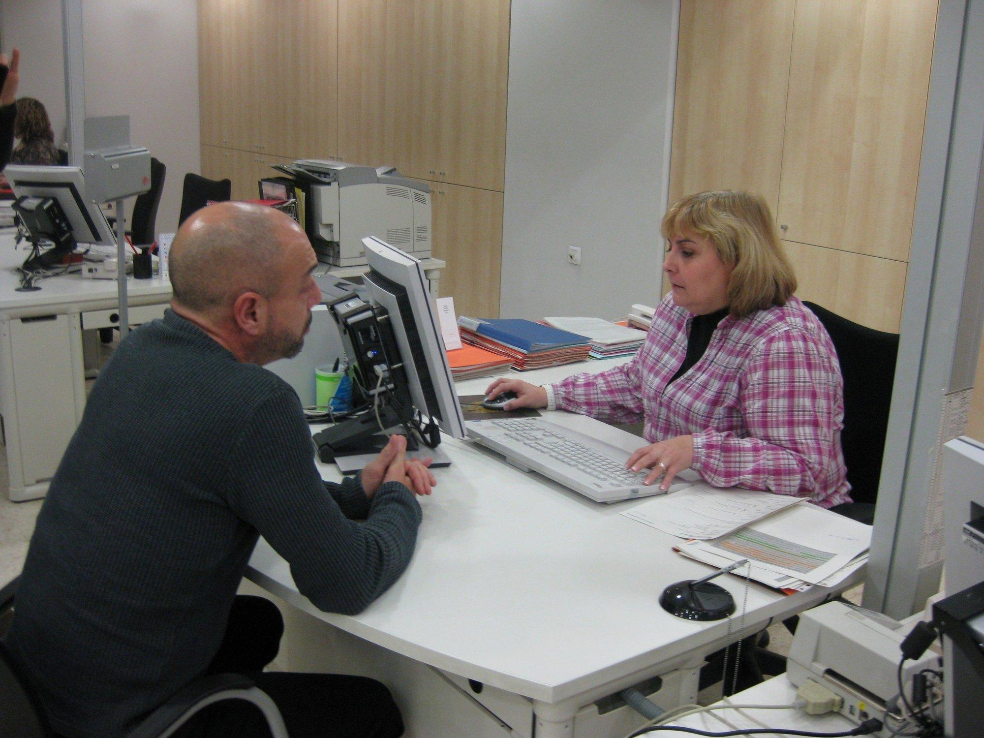La crisis obliga a los españoles a recurrir a la movilidad laboral