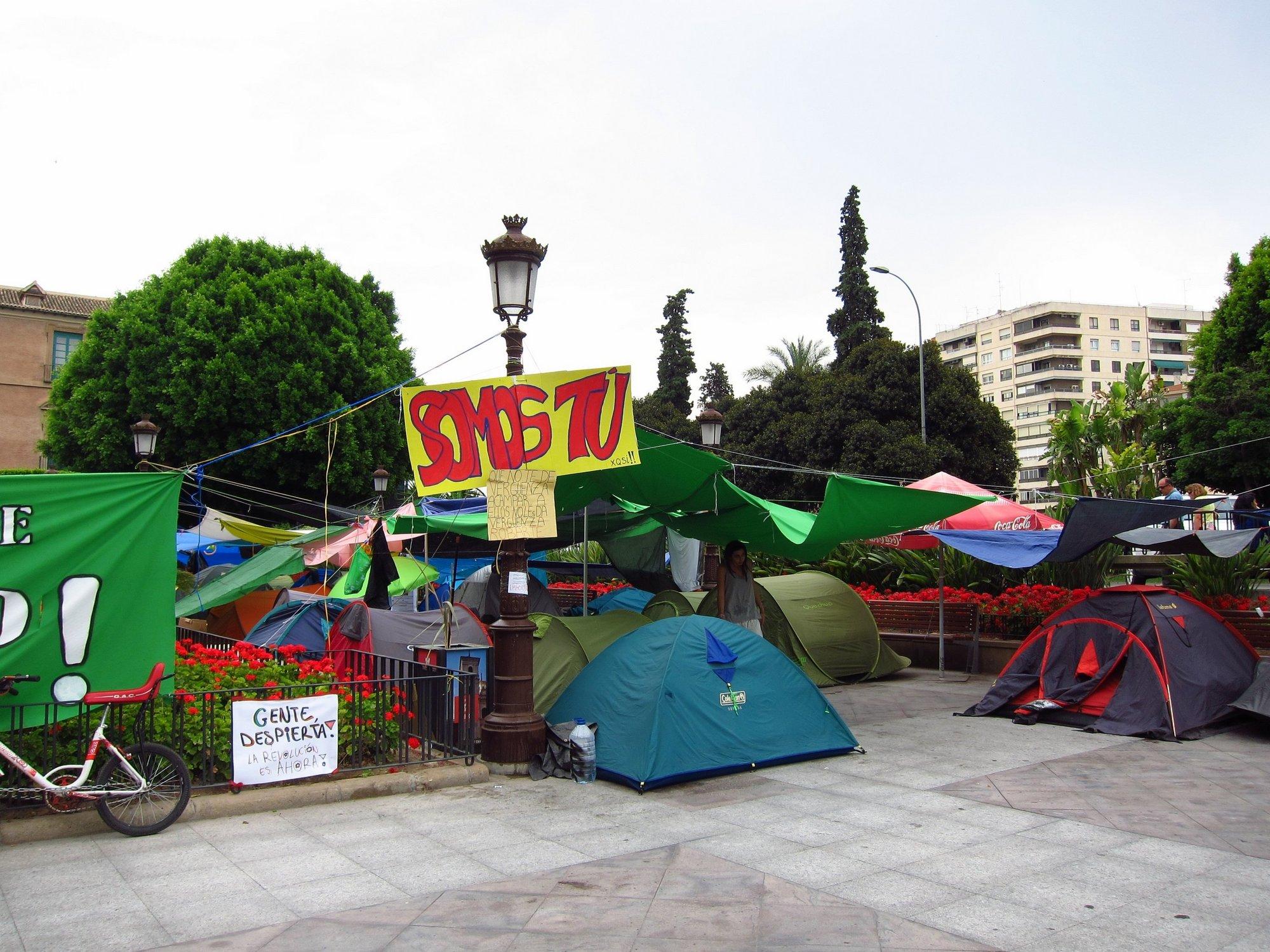 El 15-M y otras organizaciones convocan una concentración este viernes en Murcia »Contra el rescate a los bancos»