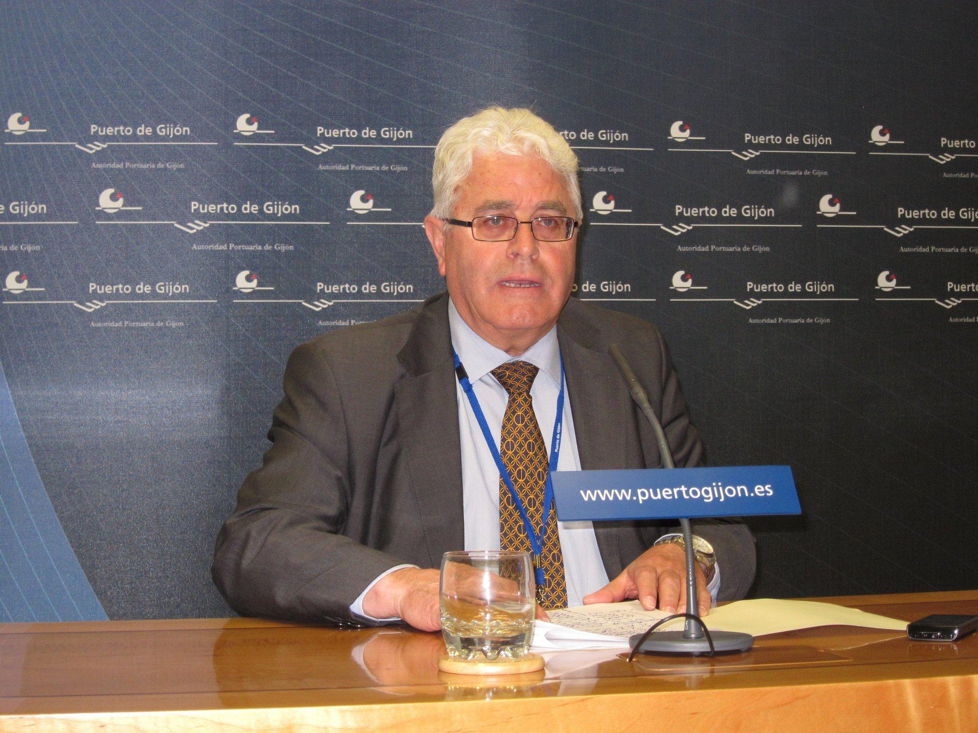 Menéndez cree que la regasificadora es «importantísima» para El Musel y ve «incomprensible» que la CNE la descalifique