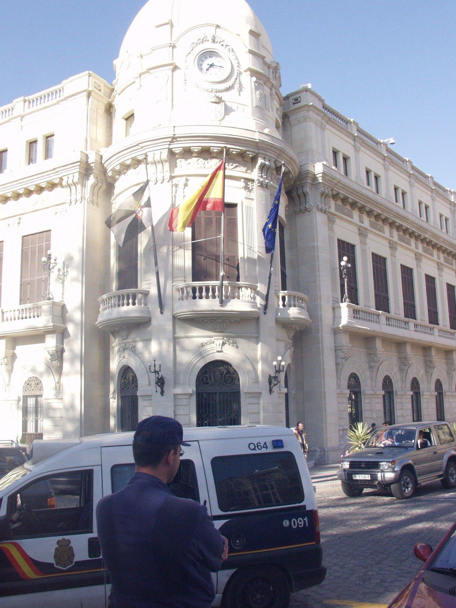 Ceuta recortará hasta un 7 por ciento los sueldos en sus empresas municipales porque «es lo justo»