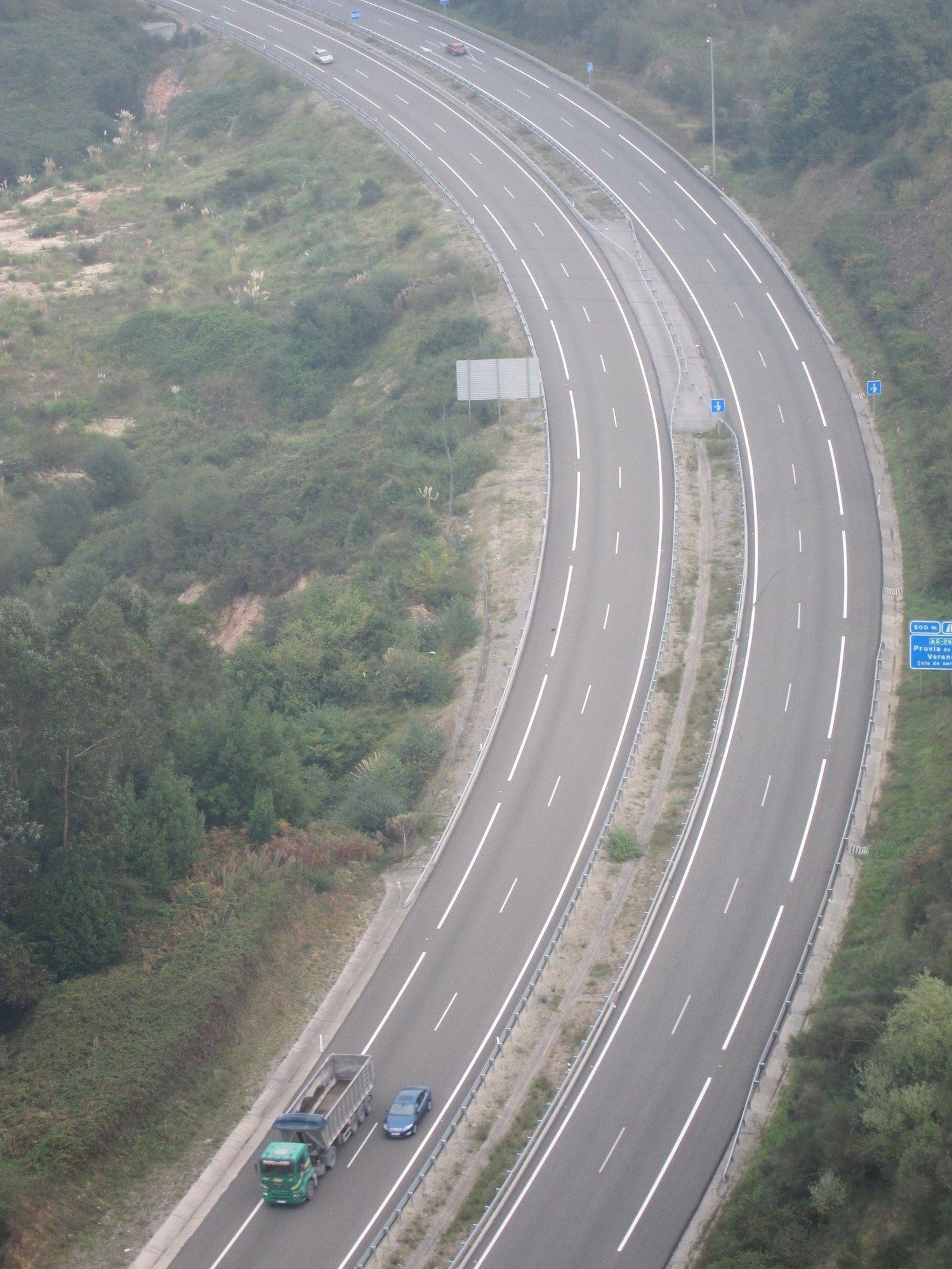 Arranca la »operación salida» del puente de San José con retenciones en Madrid