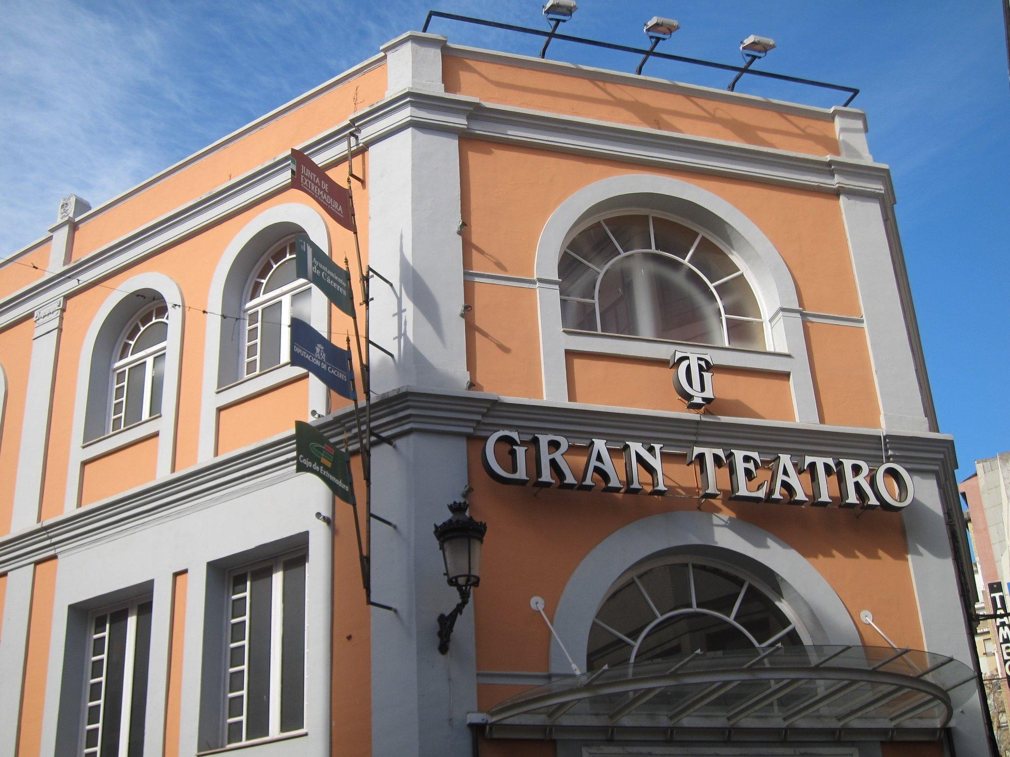 El Gran Teatro de Cáceres acoge este sábado la gala de entrega de los premios San Pancracio 2012