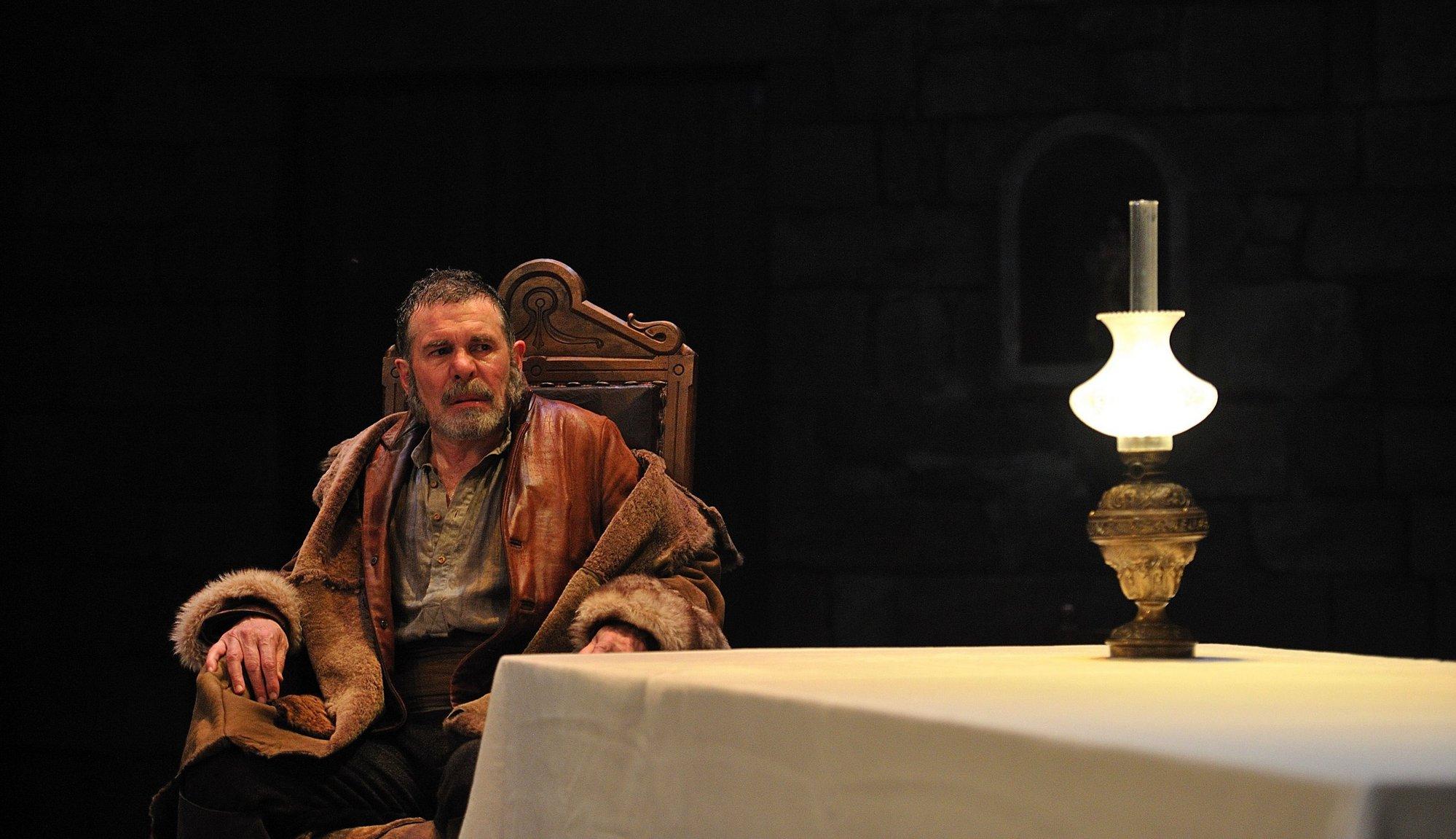Teatro Nacional de Cataluña estrena »Rei i Senyor» de Josep Pous i Pagès, un drama contra el autoritarismo
