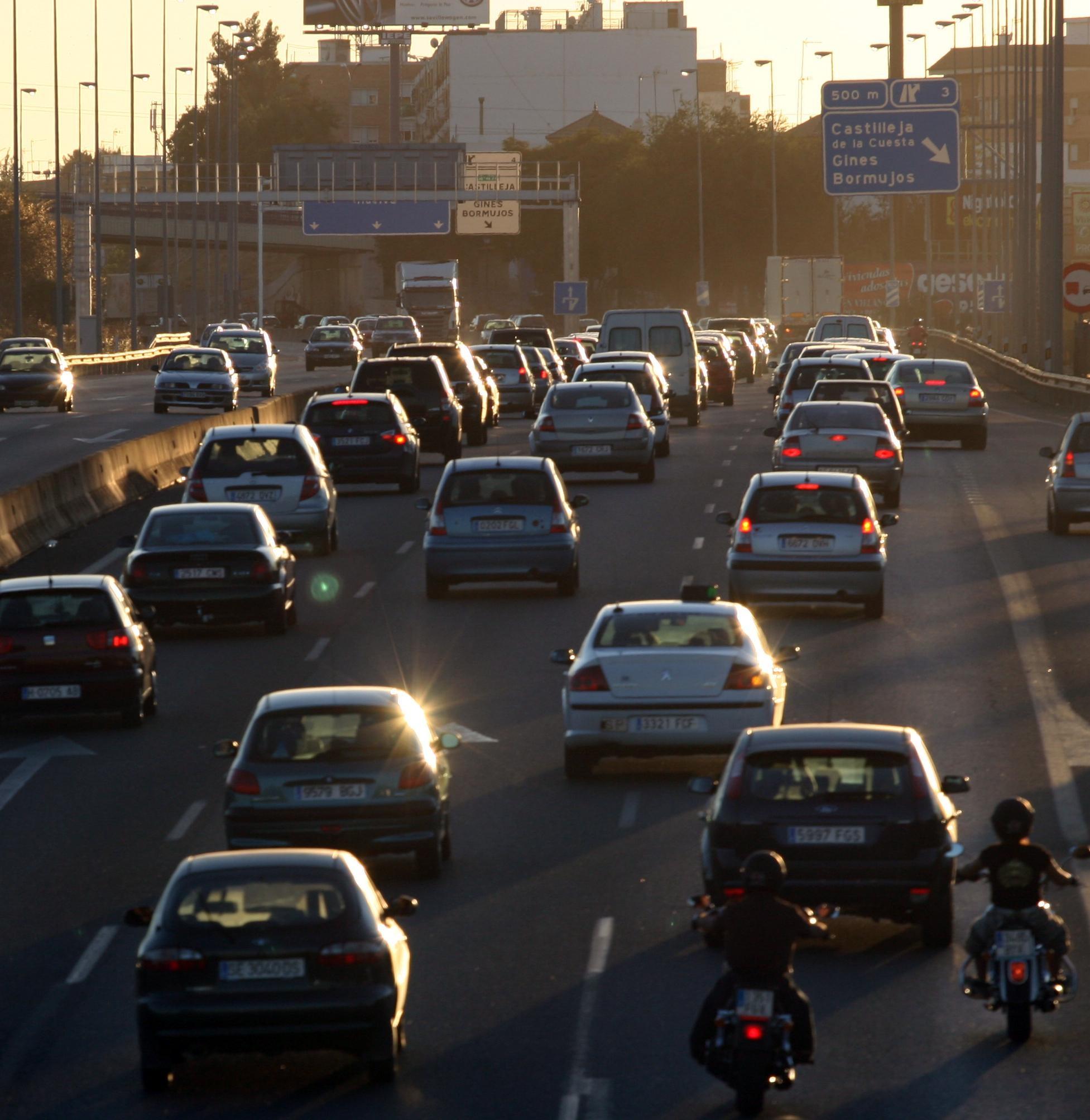 Tranquilidad en las carreteras murcianas en el inicio del Puente de San José