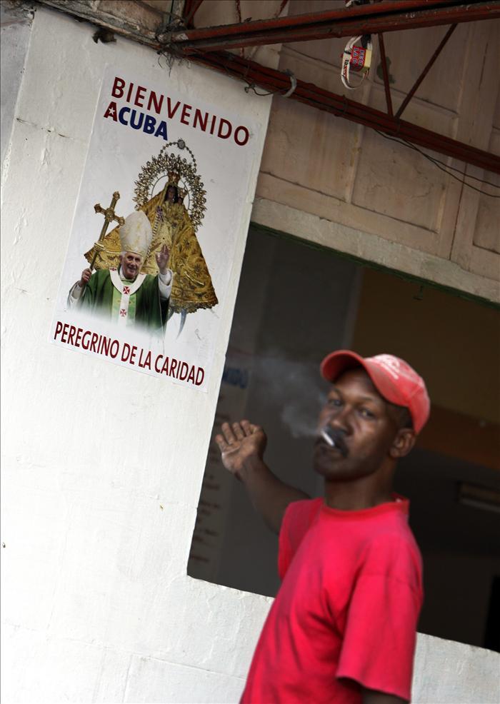 El Vaticano cree posible un encuentro entre el Papa y Fidel Castro en Cuba si el exlíder cubano quiere