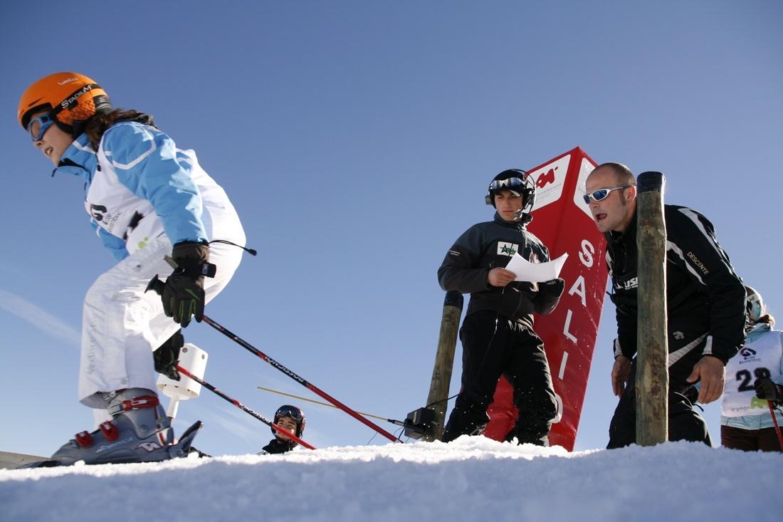 Las estaciones es esquí, listas para el Puente de San José