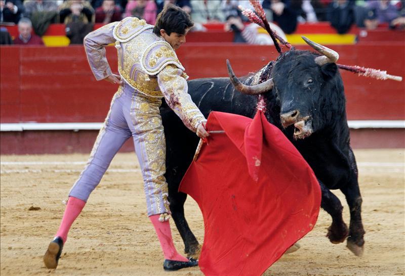 Castella y Zaldivar, valientes en Valencia ante una mala corrida de Zalduendo