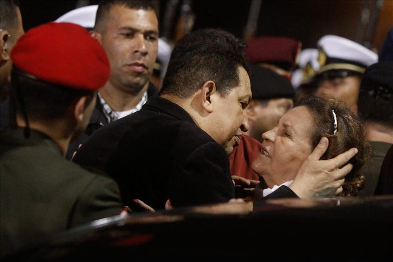 Chávez dice que debe ser disciplinado y acusa a la oposición a su vuelta al país