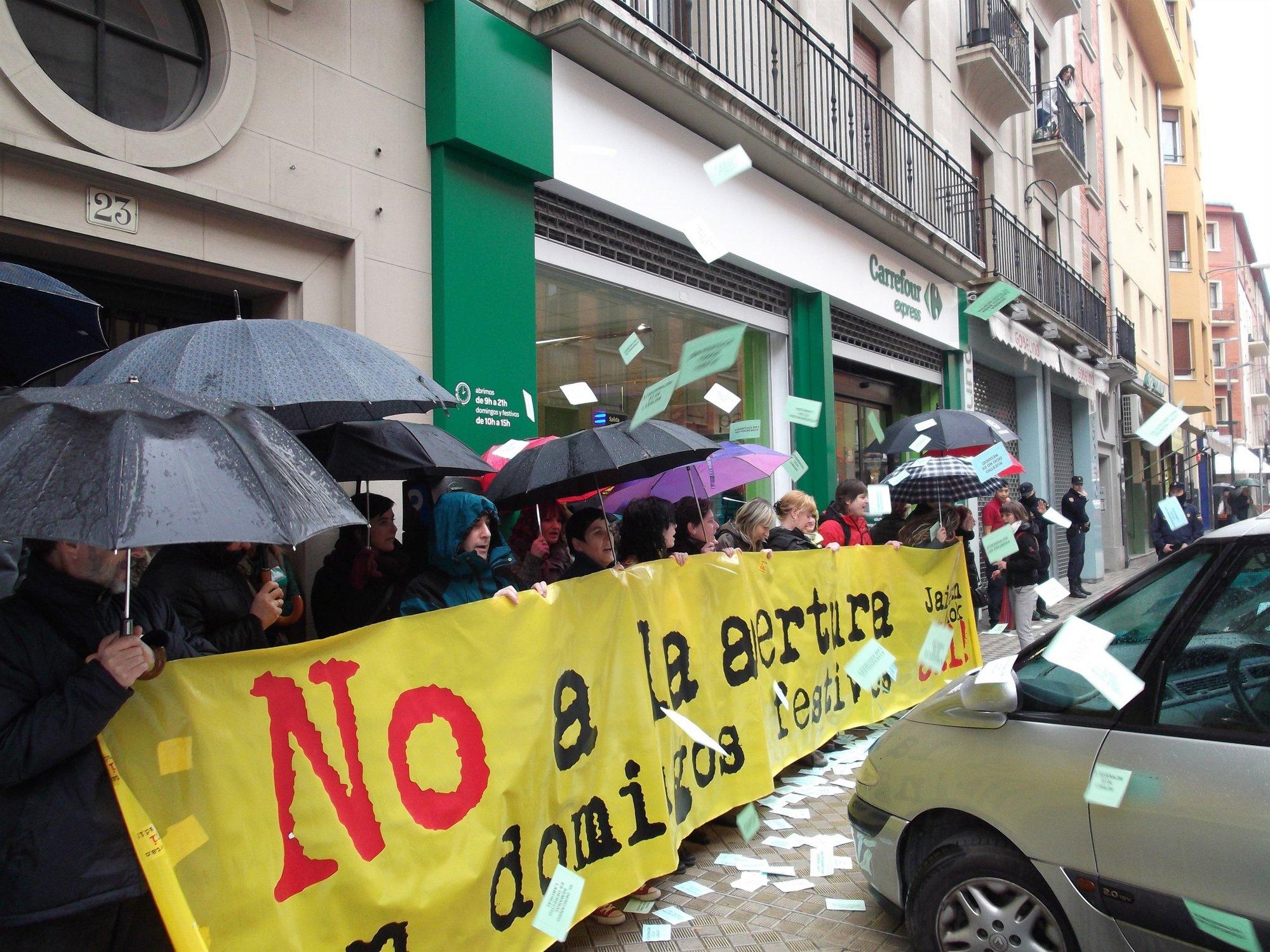ELA llama a la ciudadanía a «no comprar» en los comercios que abran este jueves festivo en Navarra