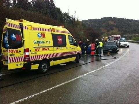Herida muy grave una mujer en un choque entre dos turismos en Colmenar Viejo