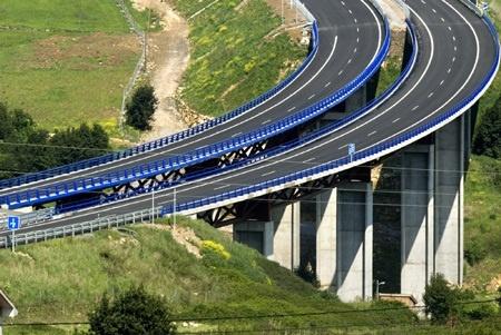 Sacyr, OHL e Isolux pujan por el tercer contrato del plan de carreteras andaluz por 307 millones
