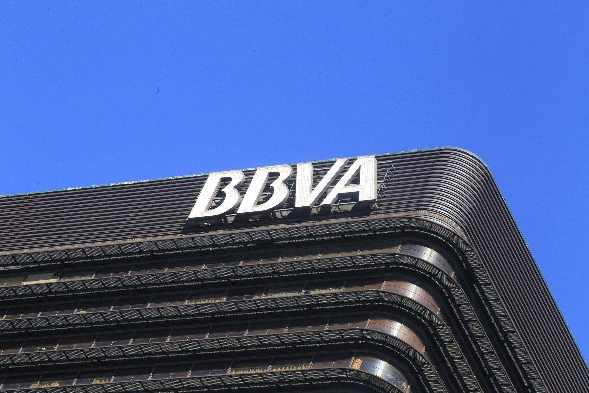 BBVA sugiere bajar las cotizaciones  y compensarlo con una subida de IVA