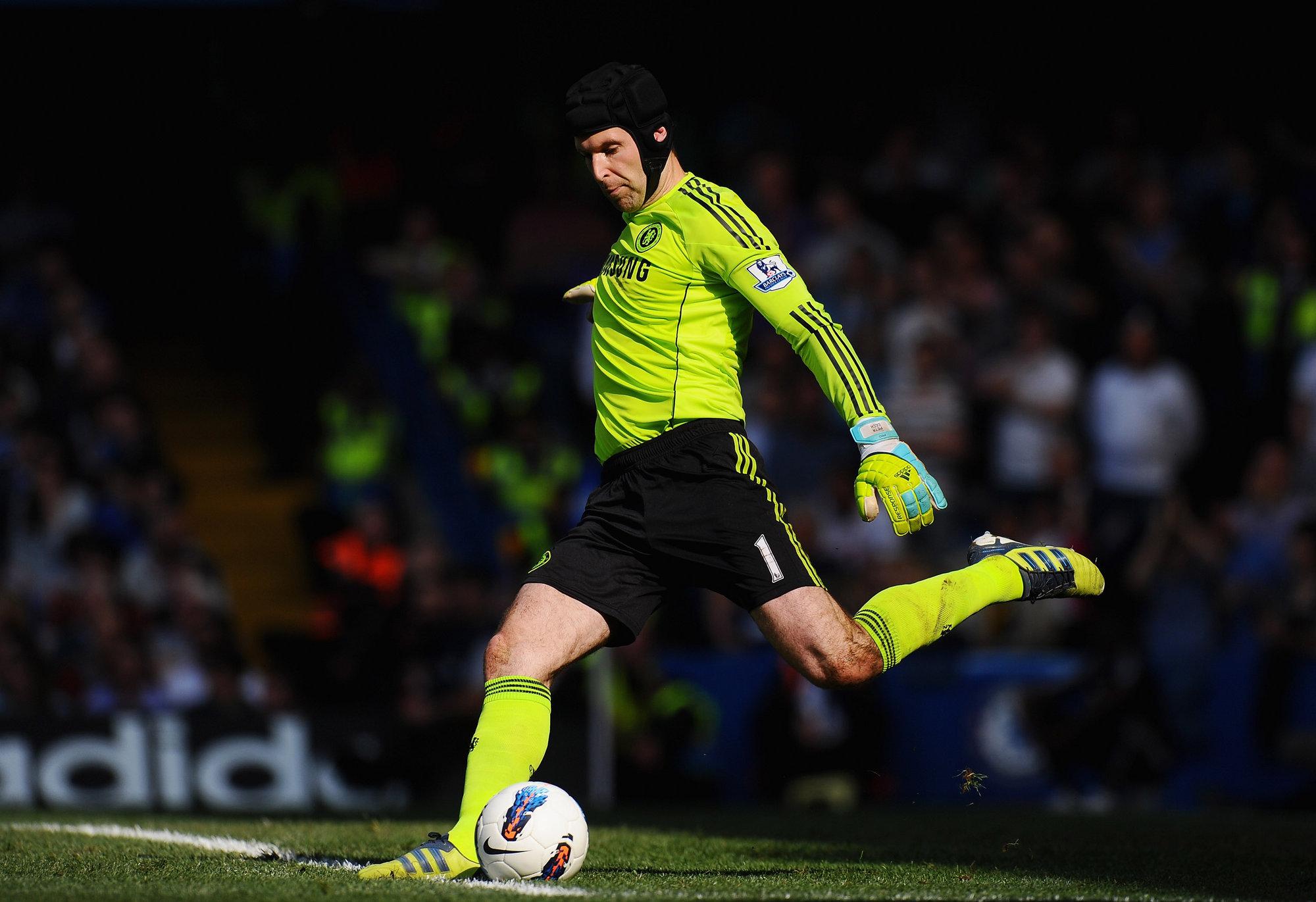Cech domina el área como pocos