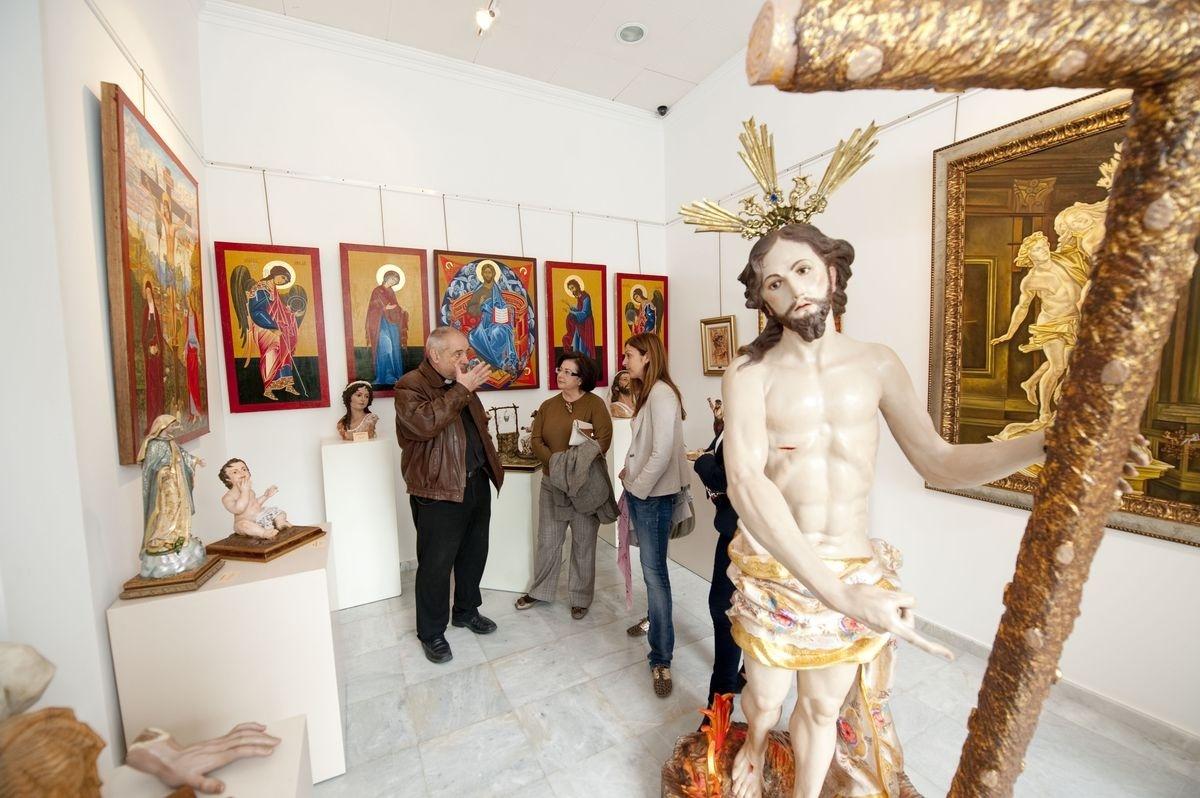 El Centro Regional de Artesanía de Cartagena acoge una muestra de iconos e imaginería religiosa