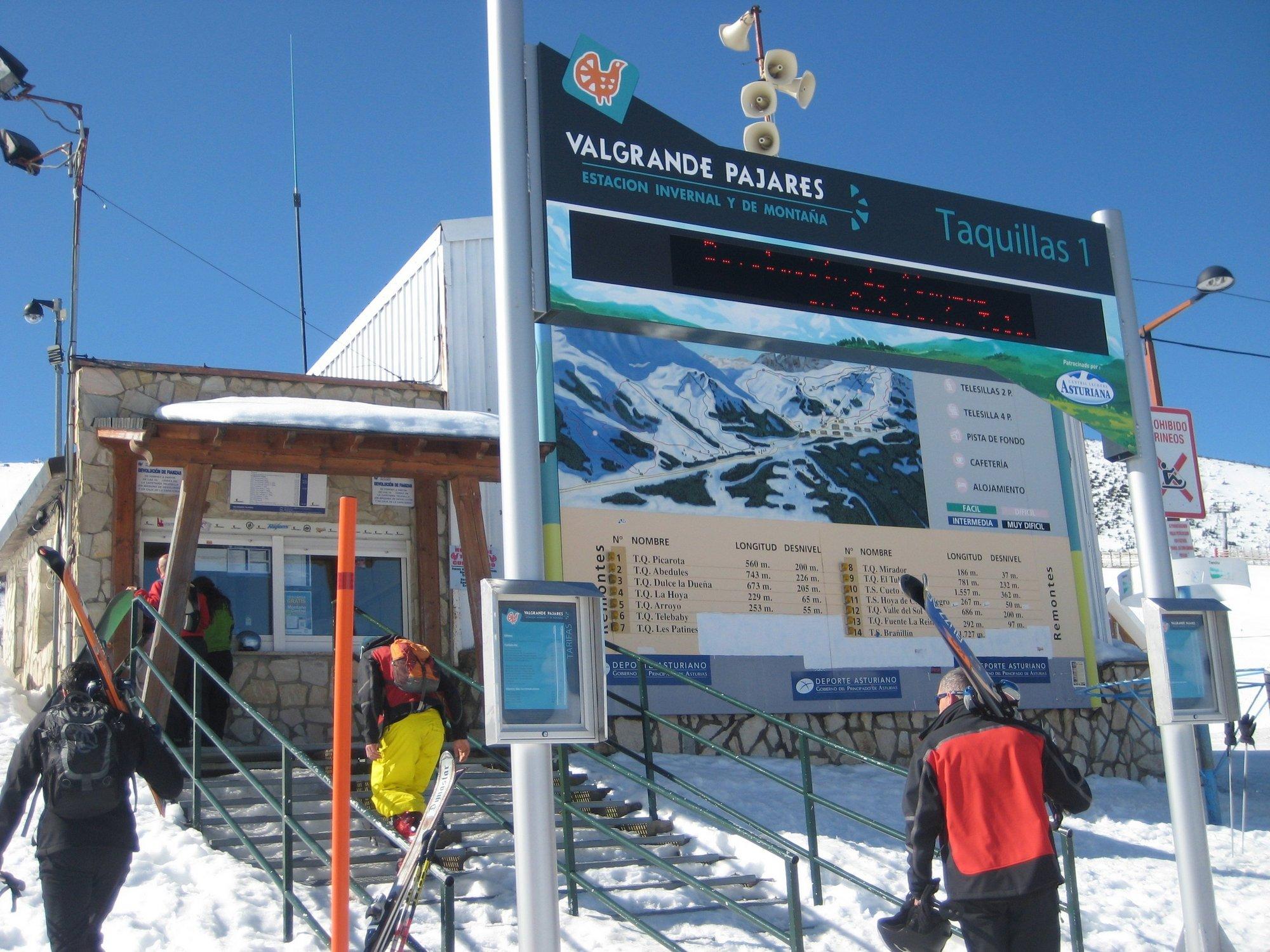 Cerca de 240 esquiadores visitaron este jueves la estación de Valgrande-Pajares